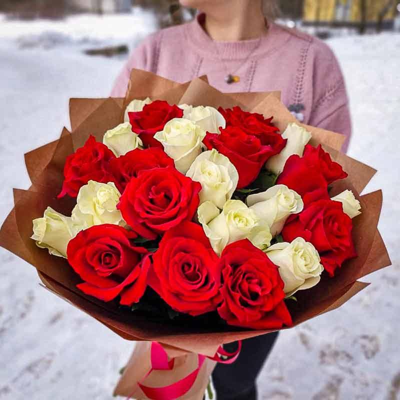 Букет из 25 роз Микс белой и красной