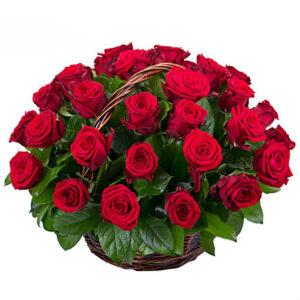 Корзина из 35 алых роз