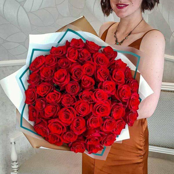 Букет 51 роза алого цвета