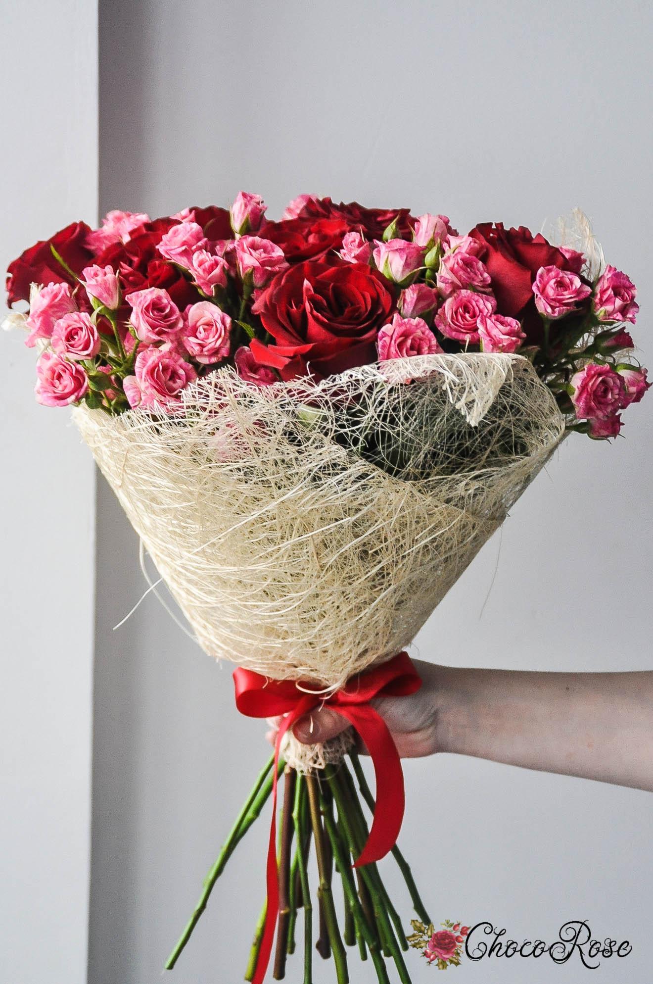 Цветы с подарком спб