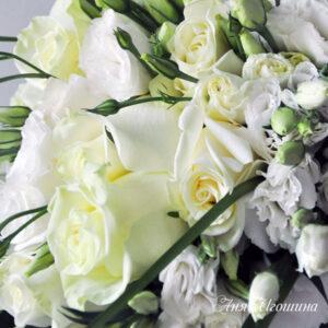 Букет невесты каскадной формы
