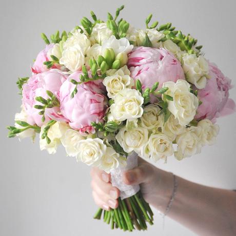 Нежный букет невесты с пионами
