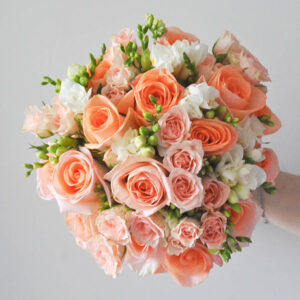 Букет невесты в оттенках персика