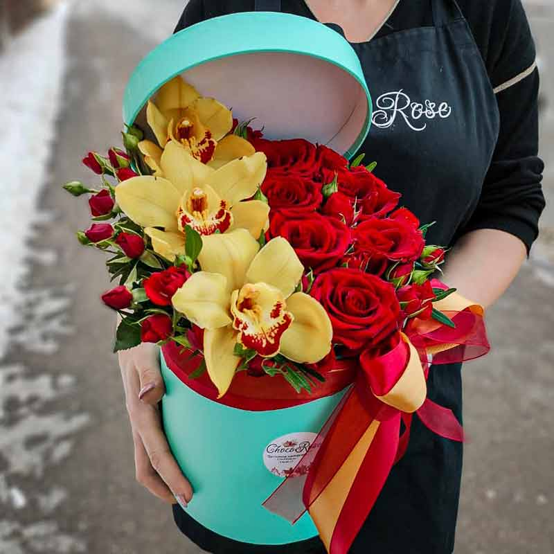 Цветы в шляпной коробке №3