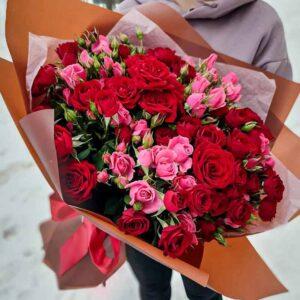 Букет кустовых роз Пинк Флэш