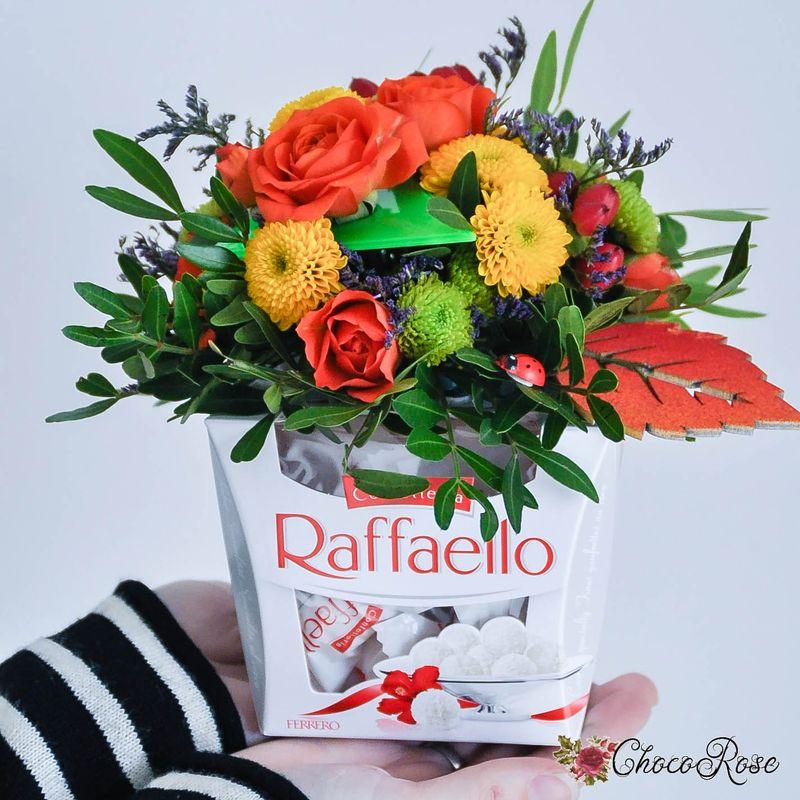 Цветочная композиция на конфеты и подарки