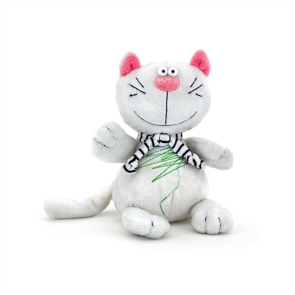 Кот Батон белый