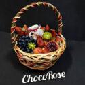 Цветочная коробочка с макаронсами и клубникой