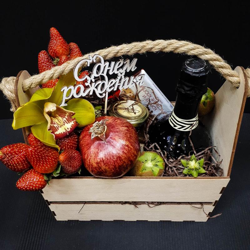 Коробка фруктов подарок 69