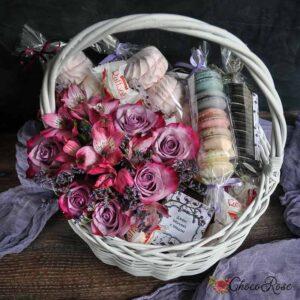 Корзина с цветами и сладостями  №3 Фламинго