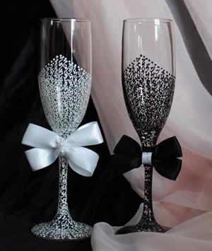 Декорированные бокалы для свадебного шампанского
