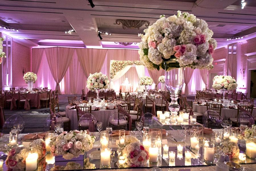Украшение свадебного зала цветами