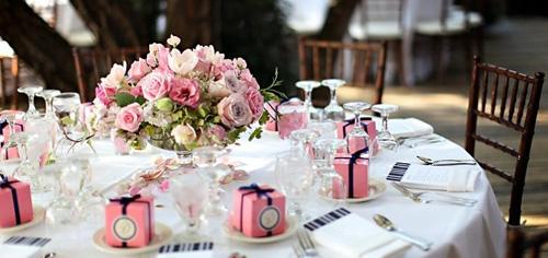 Украшение свадебных столов цветами
