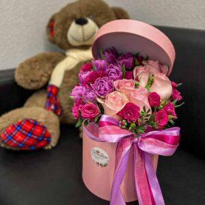 Шляпная коробка с тюльпанами