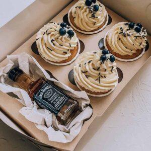 Коробочка сюрприз с капкейками и виски