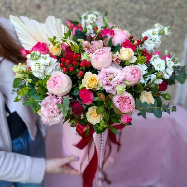 Шляпная коробка с пионовидной розой