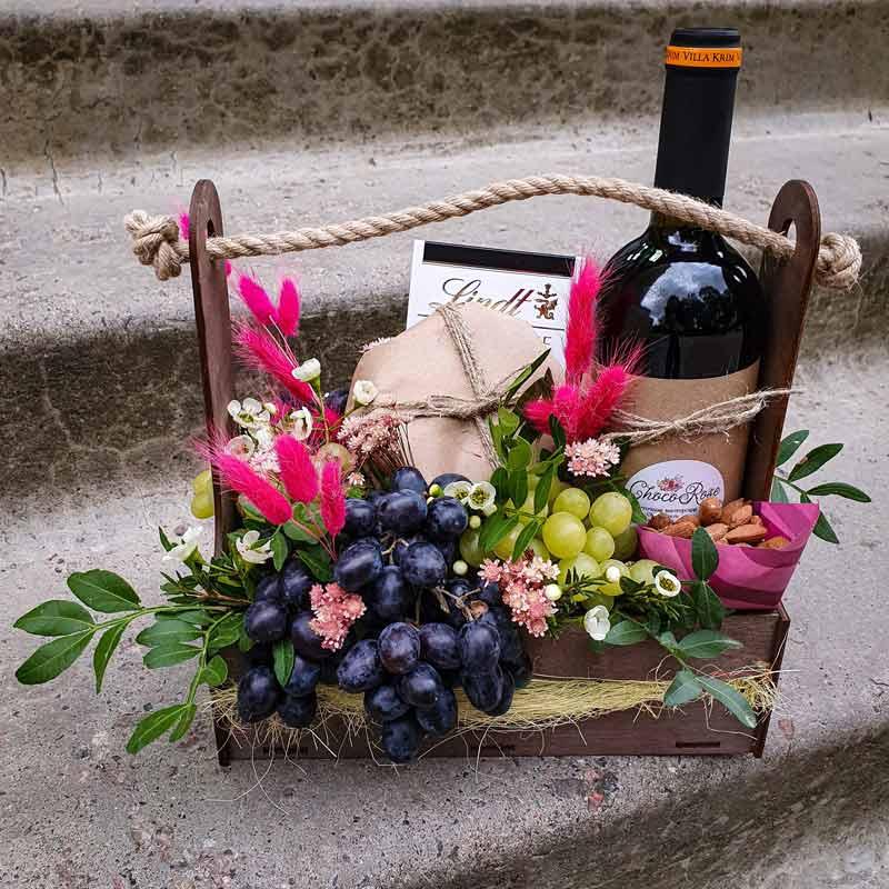 Ящик с вином и сыром №2
