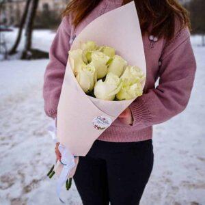 Букет 9 белых роз в крафте NEW